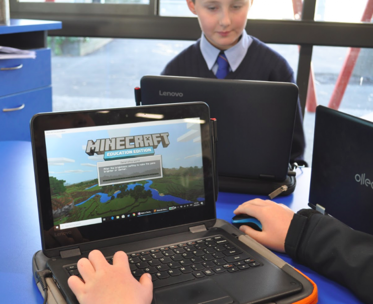 students play Minecraft